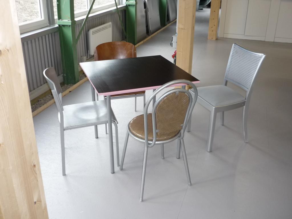 Hangar Stühle